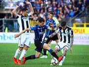 Atalanta Bergamo und Remo Freuler stiessen dank dem 2:0 gegen Udinese in der Tabelle der Serie A auf Platz 4 vor (Bild: KEYSTONE/EPA ANSA/PAOLO MAGNI)