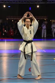 Chiara Marbacher zu Beginn der Kata-Vorführung. Bild: PD