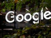 Der Gewinn des Google-Mutterkonzerns Alphabet ist im ersten Quartal aufgrund einer von der EU verhängten Milliardenstrafe eingebrochen. (Bild: KEYSTONE/AP/ALASTAIR GRANT)