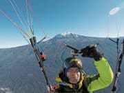 Martin Kempf beim geglückten Flug vom Kilimanjaro. (Bild: Martin Kempf)