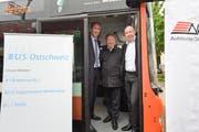 Autokurse Oberthurgau AG und Bus Ostschweiz sind neue Buspartner. Geschäftsleiter Roland Ochsner, AOT-Präsident Martin Salvisberg und Standortleiter Daniel Richter. (Bild: Donato Caspari)