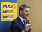 Roberto Cirillo, neuer CEO der Schweizerischen Post, gibt ein Interview während einer Medienkonferenz am Mittwoch in Bern. (Bild: Keystone/PETER KLAUNZER)