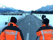 Der tödliche Unfall ereignete sich auf diesem geraden Strassenstück bei Domat/Ems. (Bild: Kapo GR)