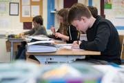 Selbst wenn die Schüler die gleiche Klasse besuchen, weisen sie unterschiedliche Lernniveaus auf. (Symbolbild: Boris Bürgisser, 27. März 2018)