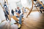Mittendrin: Mike Helmy, Gründer der Kindertagesstätte Bubble Bees, auf dem Indoorspielplatz in Frauenfeld. (Bild: Andrea Stalder)