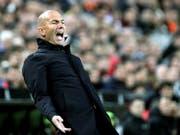 Zinédine Zidane konnte nicht gefallen, was er von seiner Mannschaft in Valencia sah (Bild: KEYSTONE/EPA EFE/JUAN CARLOS CARDENAS)