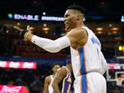 Russell Westbrook bot gegen die Los Angeles Lakers einen magistralen Auftritt und erreichte eine seltene Marke (Bild: KEYSTONE/AP/SUE OGROCKI)