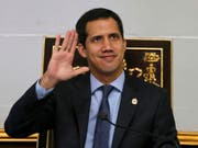 Venezuelas verfassungsgebende Versammlung hat am Dienstag die parlamentarische Immunität von Oppositionsführer Juan Guaidó aufgehoben. (Bild: KEYSTONE/AP/FERNANDO LLANO)