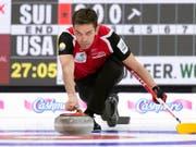 Der Schweizer Skip Peter De Cruz mit voller Konzentration im Match gegen Olympiasieger USA (Bild: KEYSTONE/AP The Canadian Press/PAUL CHIASSON)