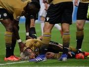 Valon Behrami zog sich am Dienstag im San Siro womöglich eine schwere Knöchelverletzung zu (Bild: KEYSTONE/AP/LUCA BRUNO)