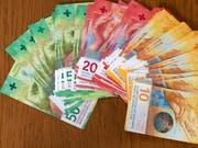Wer sein Geld einem Vermögensverwalter anvertraut, muss unter Umständen tief in die Tasche greifen. (Bild: KEYSTONE/GAETAN BALLY)