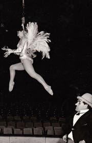Josefina Tanasa mit Mann und Clown Zandarico bei einer Probe des Zirkus Knie im Jahr 1967. (Bild: PD)