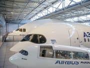 Trotz Gewinneinbruch: Der zivile Flugzeugmarkt sei «robut», heisst es bei Airbus. (Bild: KEYSTONE/EPA/FREDERIC SCHEIBER)