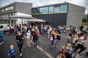 Ein Bild von der Wiedereröffnung letzten Sommer des erweiterten Schulhauses Trittenbach in Tägerwilen. (Bild: Reto Martin)