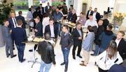 Vor der Hauptversammlung trafen sich die Gewerbler in der neuen Schalterhalle der Clientis-Bank Oberuzwil. (Bilder: Philipp Stutz)