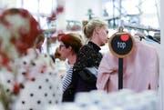An der Kleidertauschbörse «Swap» vom Frühling 2018 im Textilmuseum. (Bild: PD)