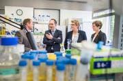 Daniel Legler, Leiter des Biotechnologie Institut Thurgau, der Deutscher Botschafter Norbert Riedel und die Regierungsrätinnen Cornelia Komposch und Monika Knill. (Bild: Andrea Stalder)