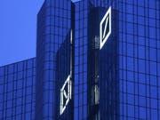 Die Deutsche Bank hat wieder eine Klage am Hals - diesmal will der US-Präsident Donald Trump nicht, dass das deutsche Geldhaus Unterlagen über ihn und seine Familie preisgibt. (Bild: KEYSTONE/AP/MICHAEL PROBST)