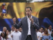In Venezuela hat Oppositionsführer Juan Guaido (im Bild) am Dienstag die Schlussphase in dem seit Monaten tobenden Machtkampf mit Präsident Nicolas Maduro ausgerufen. (Bild: KEYSTONE/EPA EFE/RAFAEL HERNÁNDEZ)