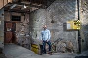 Marco Sieber im Eingangsbereich des Kellers, der nach dem Umbau ganz anders daherkommen wird. Bild: Pius Amrein (Sempach, 1. April 2019)