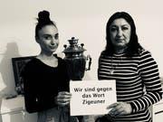 Ein Bild der Foto-Aktion, mit der Schweizer Sinti und Roma klarstellen, dass der Begriff «Zigeuner» nicht mehr benutzt werden soll. (Bild: GfbV)