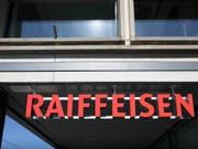 Bei der drittgrössten Schweizer Bankengruppe fallen einem Sparprogramm bis zu 200 Arbeitsplätze zum Opfer. (Bild: KEYSTONE/GAETAN BALLY)
