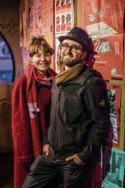 Treffpunkt Grabenhalle: Emma Zünd und Gregor Juon im Ausgang – als Voyeure. (Bild: Michel Canonica)