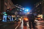 Ein Auto, das nicht ordnungsgemäss gemeldet ist, wird bei einer Kontrolle abgeschleppt. (Bild: Rudi Renoir Appoldt, Berlin Neukölln, 1. März 2019)