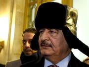 Will die libysche Hauptstadt Tripolis einnehmen: der mächtige General Chalifa Haftar. (Bild: KEYSTONE/EPA/MAXIM SHIPENKOV)