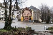 «Keinerlei Respekt gegenüber dem historischen Gebäude»: Das Frauengesicht an der Offenen Kirche an der Böcklinstrasse . (Bild: Sabrina Stübi)