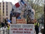 Das halten die Protestierenden in Paris vom Staat und der Regierung von Präsident Emmanuel Macron. (Bild: KEYSTONE/AP/RAFAEL YAGHOBZADEH)