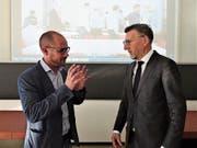 Professor Thomas Utz (links) und RSW-Präsident Christoph Gull erläutern den Delegierten den Zukunftsworkshop. (Bild: Hanspeter Thurnherr)