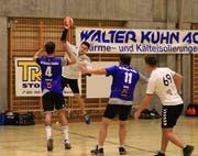 3.-Liga-Absteiger unter sich: Im letzten Meisterschaftsspiel gelang dem HC Büelen Nesslau immerhin die Ehrenmeldung, die Partie gegen den HC Buchs-Vaduz gewonnen zu haben. (Archivbild: Robert Kucera)