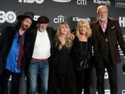 Fleetwod Mac mit Stevie Nicks (M) musste wegen einer Erkrankung von Nicks mehrere Konzerte in Nordamerika absagen. (Bild: KEYSTONE/AP Invision/CHARLES SYKES)