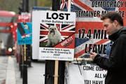 Den Biss verloren: ein Protestposter gegen das britische Parlament. (Bild: Frank Augstein/PA (London, 8. April 2019))