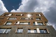 Die Fassade eines Neubaus der Überbauung Grossmatte in Littau. (Bild: Pius Amrein, 8.Juni 2018)
