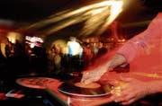 Die offene Jugendarbeit Altdorf bietet jungen DJs die Möglichkeit, ihre Musik an einer Party zu präsentieren. (Symbolbild: LZ/Carmela Odoni)