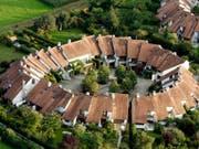 Soll Geld der zweiten und dritten Säule für Wohneigentum eingesetzt werden? Forscher der ZHAW mahnen zur Vorsicht. (Bild: KEYSTONE/STEFFEN SCHMIDT)