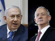 Beide könnten Regierungschef werden: der amtierende Benjamin Netanjahu (links), zwar mit weniger Stimmen für ihn selbst, aber mit den grösseren Chancen, eine tragfähige Koalition zu bilden - oder Herausforderer Benny Gantz. (Bild: KEYSTONE/EPA/ABIR SULTAN)