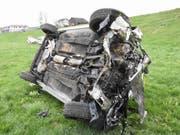 Am Montagabend ist ein Autofahrer mit seinem Wagen auf der Autobahn von der Fahrbahn abgekommen. Der Wagen überschlug sich, der Fahrer wurde unbestimmt verletzt. (Bild: Kapo SG)