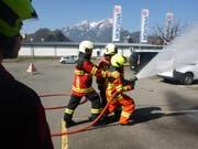 Die angehenden Feuerwehrleute in Aktion. (Bild: PD)