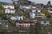 Ein Quartier mit Einfamilienhäusern in Adligenswil. Bild: Boris Bürgisser (9. April 2019)