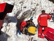 Die Rettungskräfte im Einsatz. (Bild: Rega)
