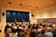 Vor vollen Reihen: Caroline Bartholet (links) und Christoph Koenig (rechts) stellten sich den Fragen des Publikums. (Bilder: Tobias Söldi)
