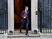 Der entlassene britische Verteidigungsminister Gavin Williamson beim Verlassen des Regierungssitzes Downing Street (Bild: KEYSTONE/EPA/NEIL HALL)