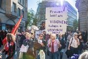 Am 1.-Mai-Umzug durch die St.Galler Innenstadt hatten die Frauen und ihr für den 14. Juni geplanter Streik einen starken Auftritt. (Bild: Urs Bucher - 1. Mai 2019)