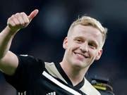 Daumen hoch für die junge Ajax-Truppe: Der 22-jährige Donny van de Beek war im Hinspiel der Champions-League-Halbfinal die grosse Figur (Bild: KEYSTONE/AP/FRANK AUGSTEIN)
