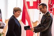 Die ersten 100 Tage waren Schonfrist: Die neue Verteidigungsministerin Viola Amherd (l.) mit Stefan Holenstein, Präsident der Schweizerischen Offiziersgesellschaft. (Bild: Urs Flüeler / Keystone)