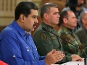 Nach dem Aufstand von Soldaten in Venezuela hat Präsident Nicolás Maduro (links) den Aufstand für gescheitert erklärt und dankte am Dienstagabend (Ortszeit) der Militärführung für den Mut «bei der Verteidigung des Friedens». (Bild: KEYSTONE/AP Miraflores Press Office)