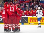 Die russischen Spieler freuen sich über das 3:0 von Nikita Kutscherow (Bild: KEYSTONE/MELANIE DUCHENE)